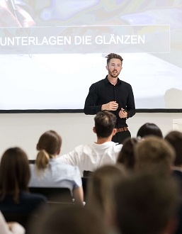 Felix Thönnessen bei einer Keynote Speach